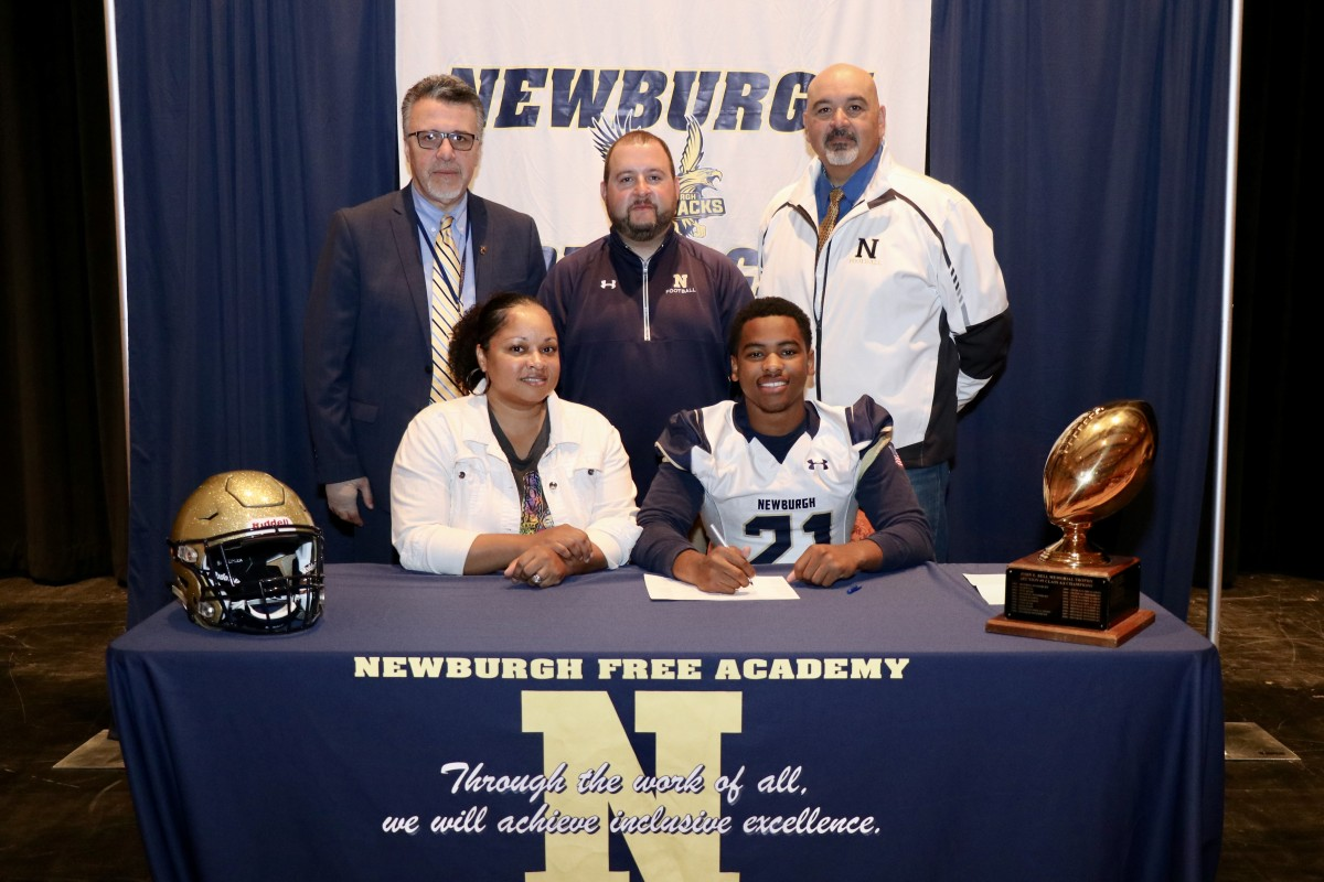 Jadon Munroe, #21, running back and corner back, will be attending Milford Academy.