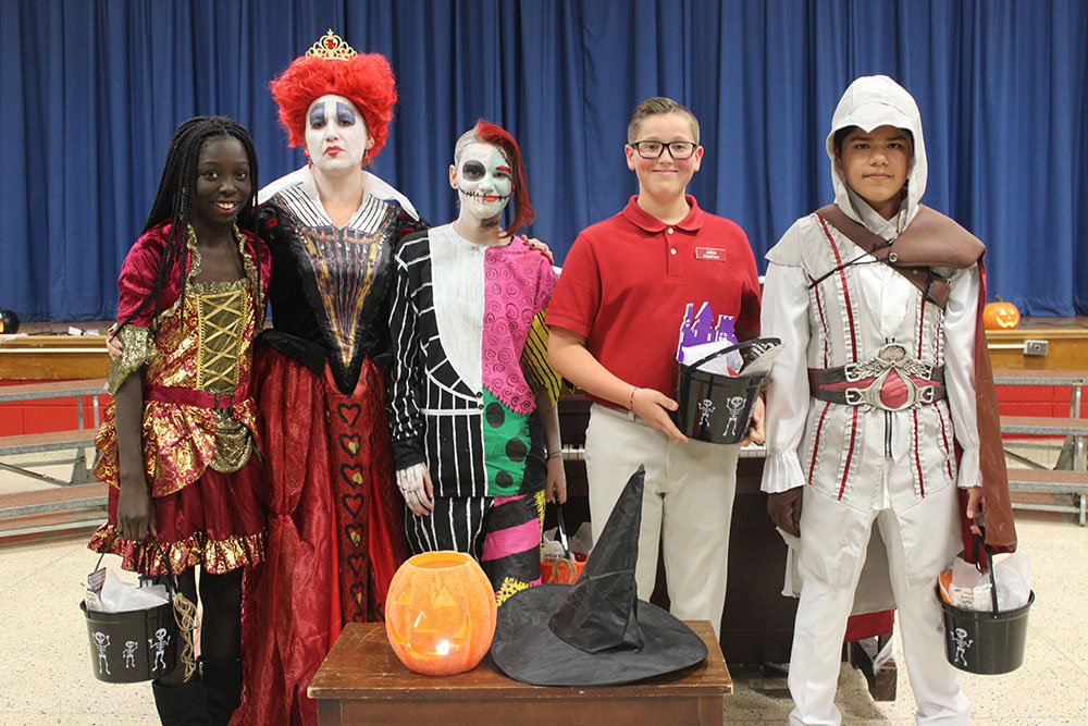 Halloween Concert, Costumes Group